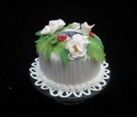 Cake w/ white flowers and berries