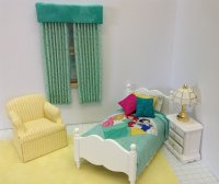 Dressed Snow White bed/green