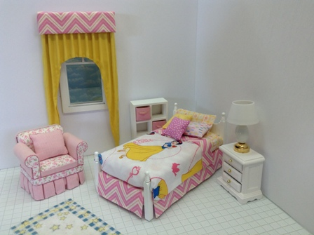 Dressed Snow White bed/pink accents